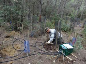 Installation de sondes pour mesurer la teneur en eau des sols