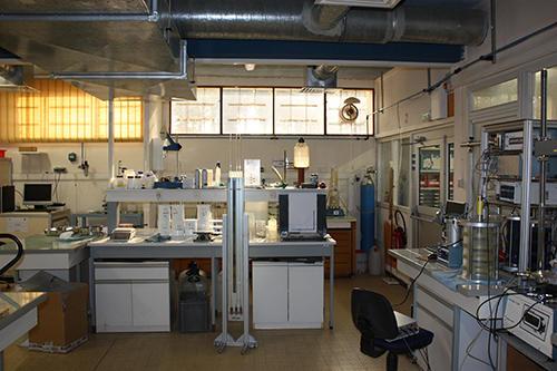 Laboratroire Géomécanique, bancs d'essais triaxiaux et perméabilité