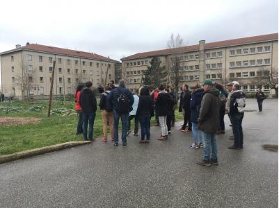 Visite du verger « 0 phyto » au lycée agricole du Valentin, associant du maraîchage à des espèces fruitières méditerranéennes
